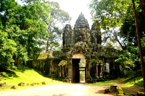 The gateway is designed with the same face tower in Bayon and built very high as to accommodate the royal elephant carriage of the King.