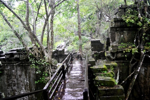The wooden floorboards around Prasat Beng Mealea make traversing the ruins suitable for tourists but on a rainy day like this, it can get slippery so just be careful.