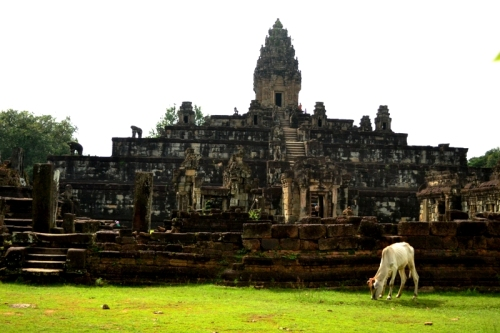 Prasat Bakong was built in the late 9th century and was considered Angkor's state temple for a few years.