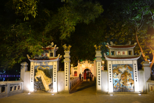 Taoist symbols guard the second gate to the temple; a tiger on the left and a Vietnamese dragon on the right. The temple may be closed at night but it sure is more gorgeous at this time.