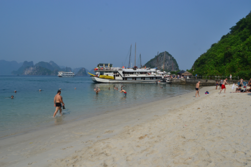 Soi Sim Island is ok but having been to our glorious beaches, the beach did not impress me. It was a small stretch and the water doesn't look inviting; maybe Cat Ba Island is better but it's not included in our itinerary.