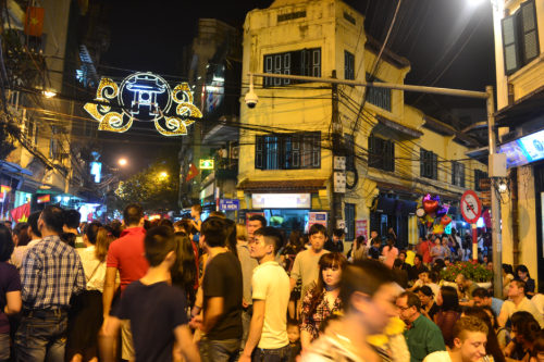The Saturday night crowd was huge and overflowing from the bars and the makeshift outdoor bars gulping on bia hoi, the local beer that costs less than P10/cup, or enjoying a bowl of pho.